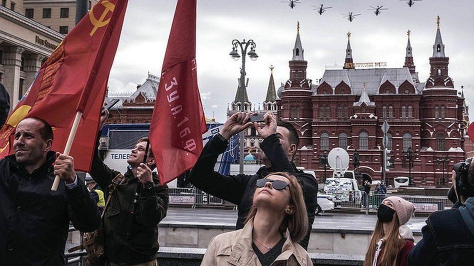 Zuschauer bei Flugparade in Moskau am Tag des Sieges im Mai:Objekt der Schwärmerei