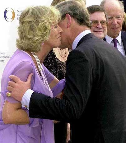 Charles und Camilla: Bussi für die Herzdame