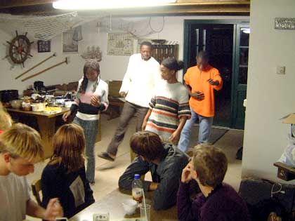 Tanzeinlage der Gäste vom unbekannten Kontinent