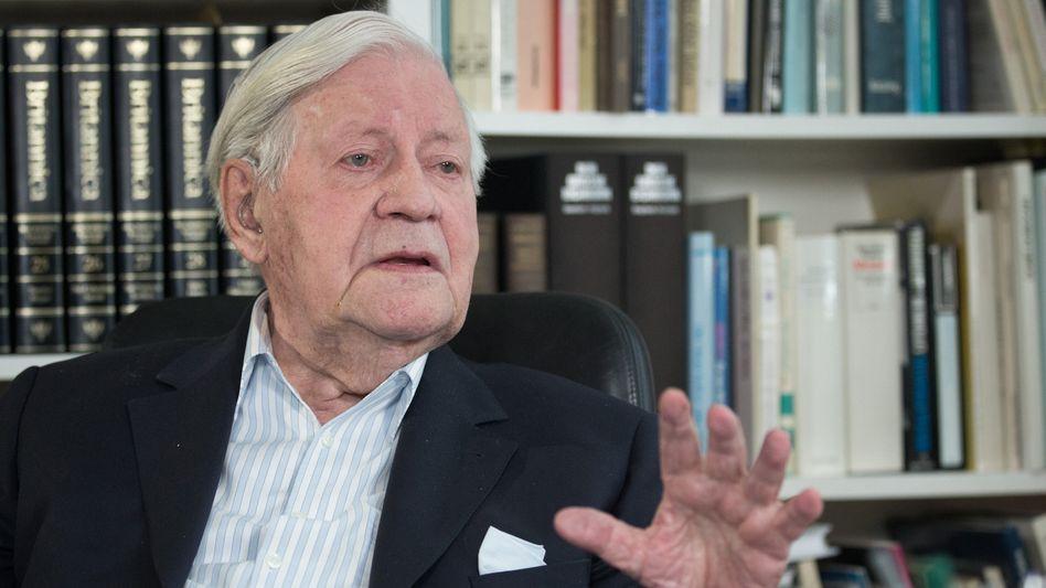 Helmut Schmidt in Hamburg (Archivbild vom Mai 2015): Nikotinpflaster als Ersatz