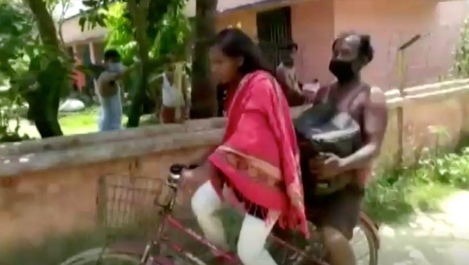Jyoti Kumarimit ihrem Vater