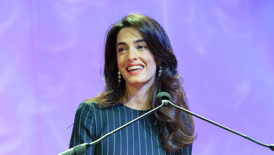 """Amal Clooney: """"Entsetzt"""" über das Vorhaben der Regierung"""