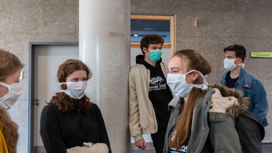 Mussten ihre Klausuren nicht zur Virenabtötung in den Backofen schieben: Abiturienten in Dresden
