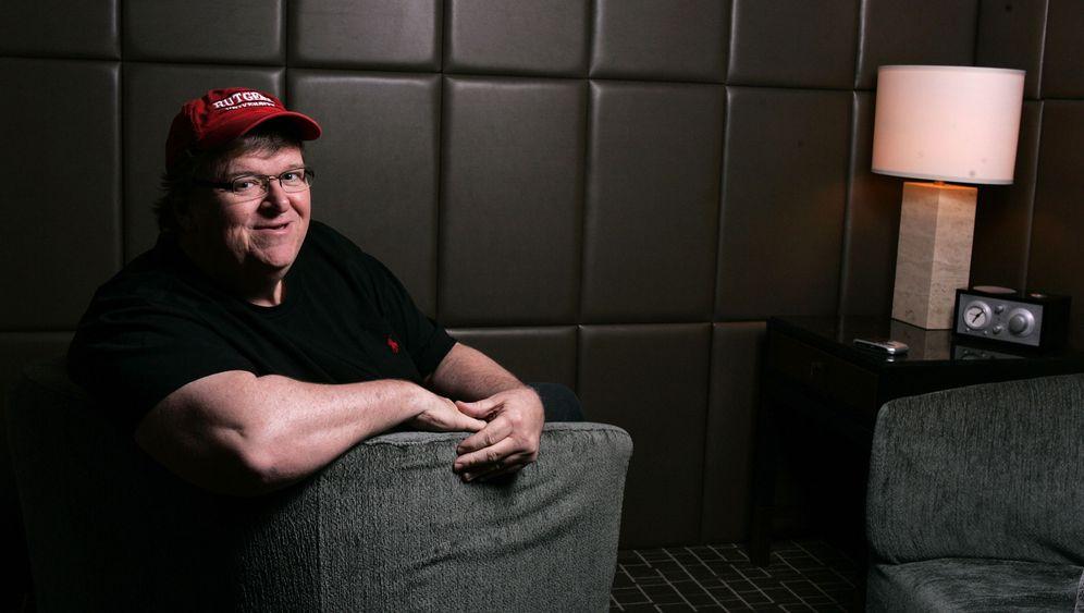 """Michael-Moore-Doku: """"Die Banker hören nicht auf!"""""""