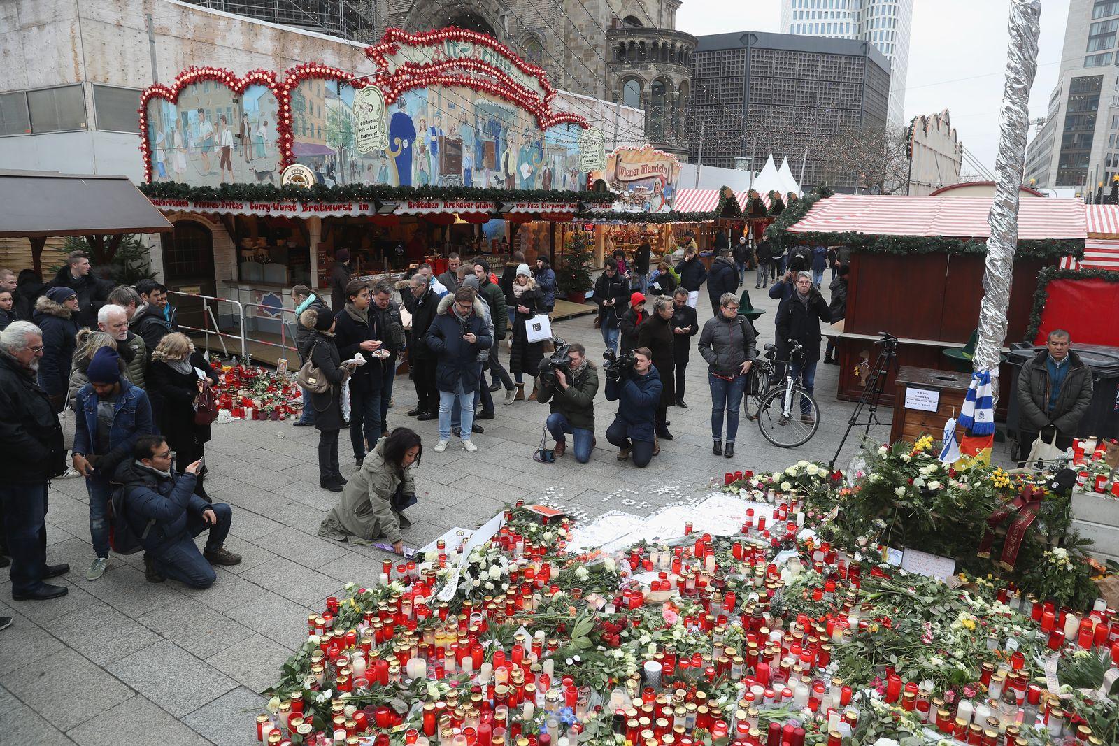 Breidscheidplatz / Weihnachtsmarkt