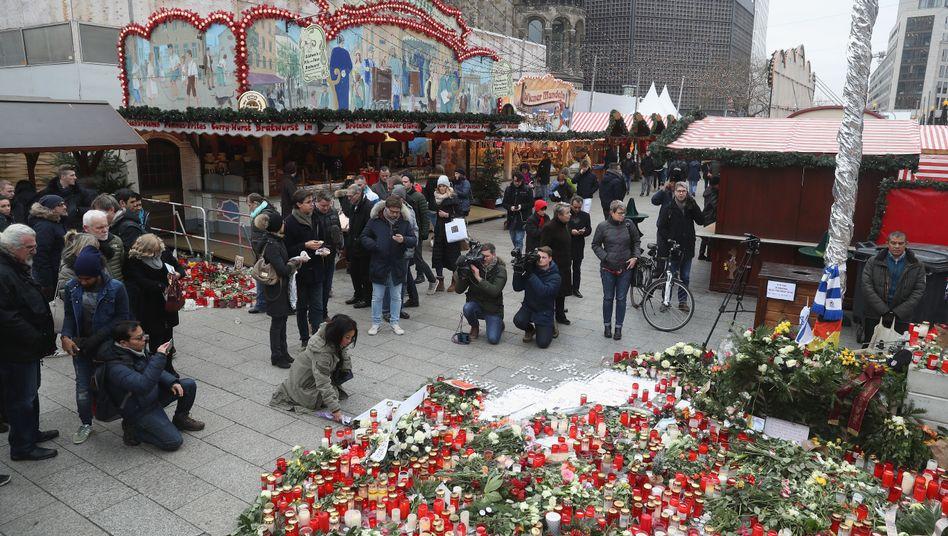 Blumen am Berliner Breitscheidplatz (im Dezember 2016)