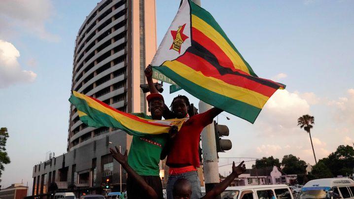Nach 37 Jahren an der Macht: Mugabes Rücktritt, Party in Harare