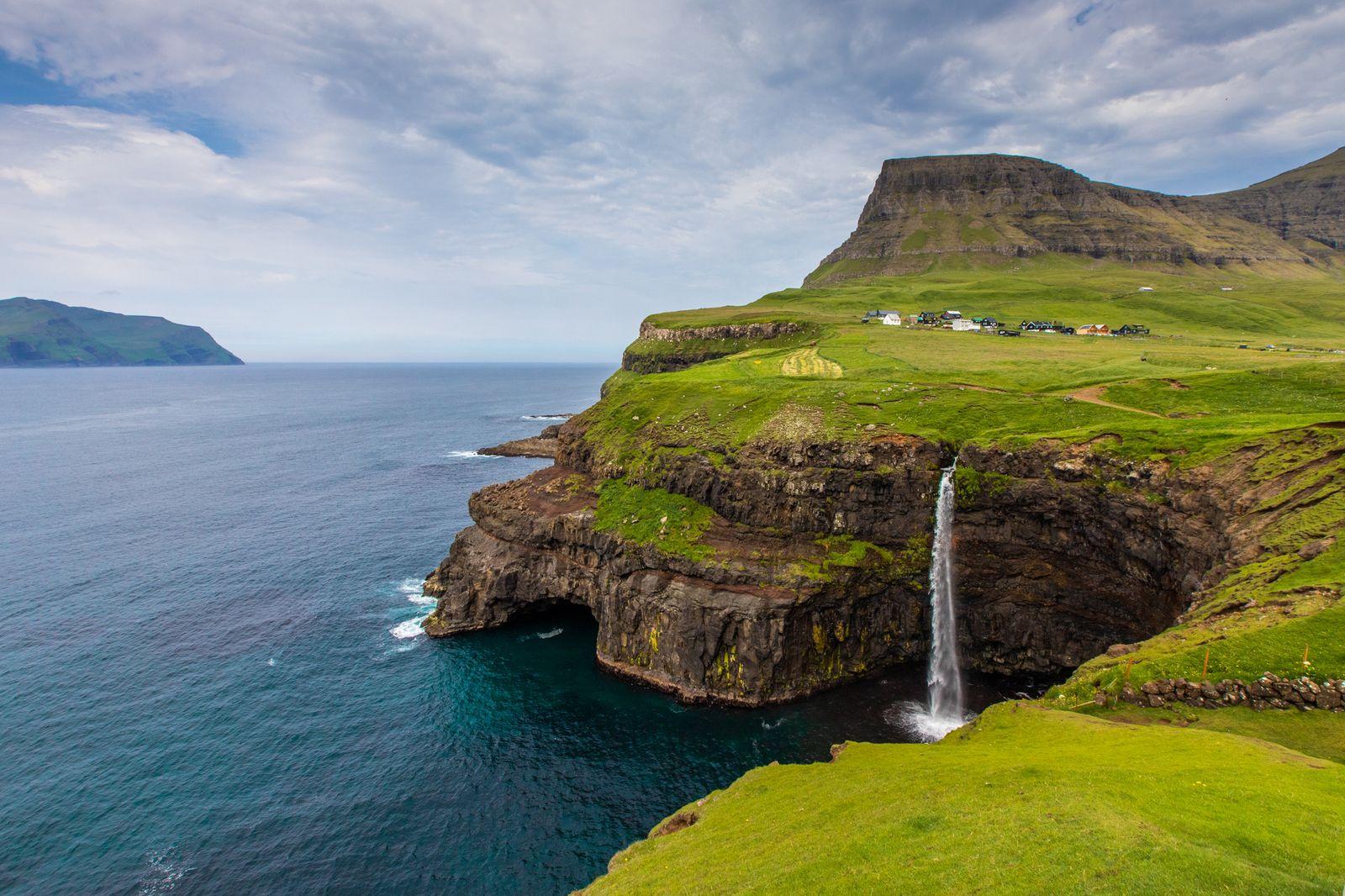 3_Gallery1 - Múlafossur Waterfall - Faroe Islands - Eric Stoen
