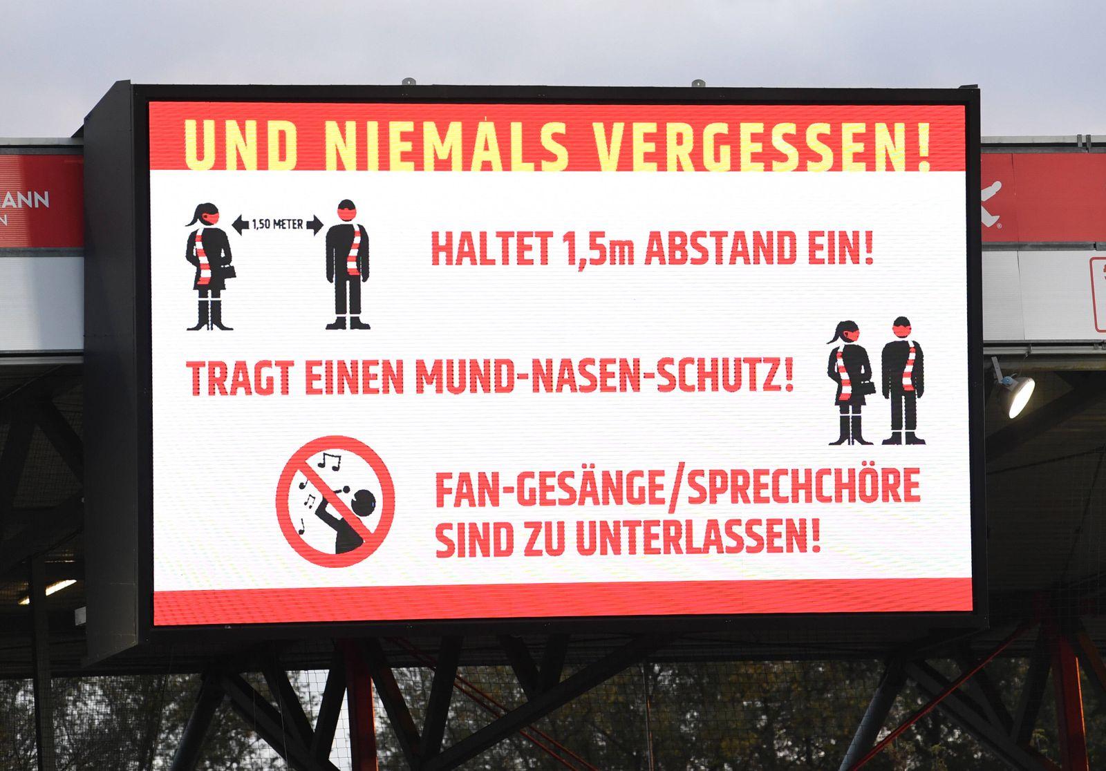 Fussball, Herren, Saison 2020/2021, 1. Bundesliga (5. Spieltag), 1. FC Union Berlin - SC Freiburg, die Anzeigetafel zeig