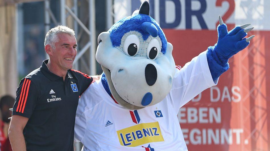 HSV-Maskottchen (2014, mit Ex-Trainer Mirko Slomka): Harte Zeiten für Dinos