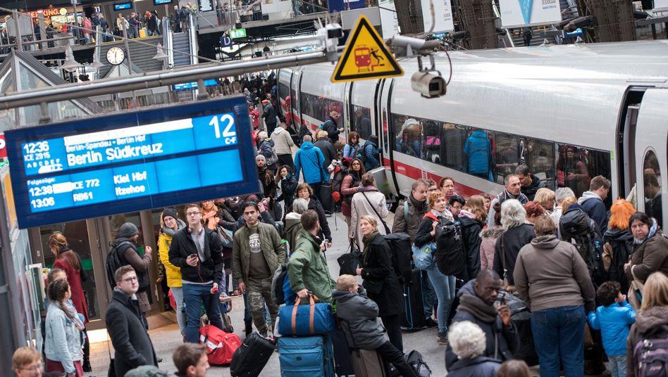Hamburger Hauptbahnhof (Samstag): Strecke in die Hauptstadt nur eingleisig befahrbar