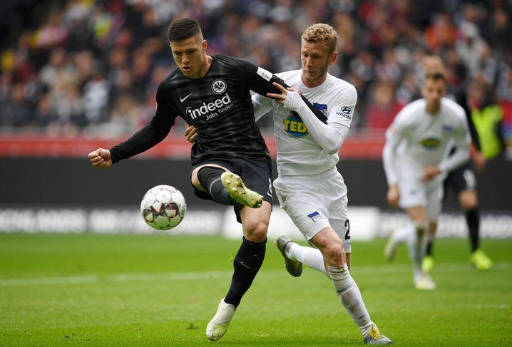 Luka Jovic (l.) ist die Entdeckung der Frankfurter Saison: Der Serbe hat bereits 25 Pflichtspieltore erzielt