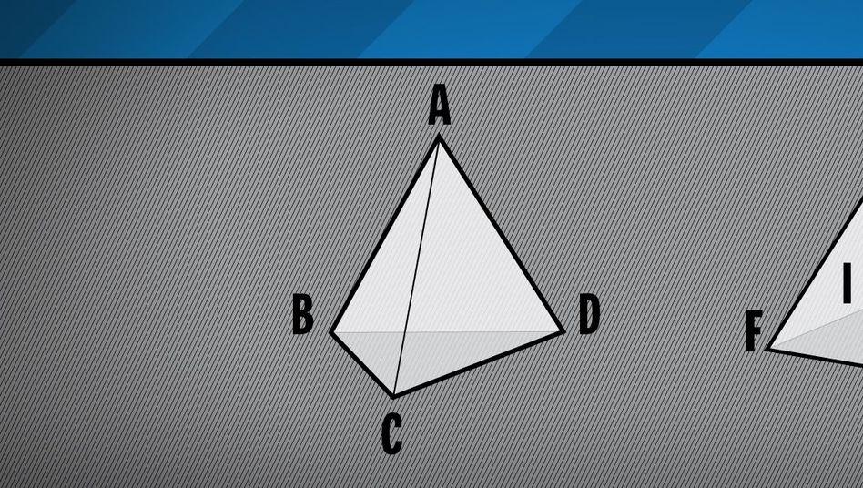 Fügen Sie die beiden Pyramiden an den Dreiecken ABC und EFG zusammen