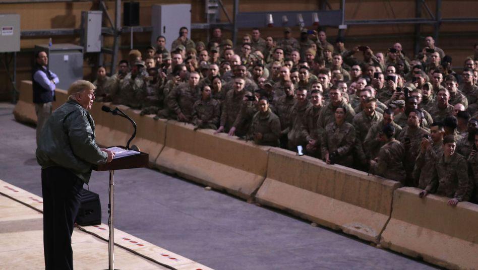 Donald Trump vor Truppen im Irak 2018