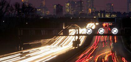 Autobahn A5 bei Frankfurt: Kfz-Steuer ab Juli nach CO2-Ausstoß