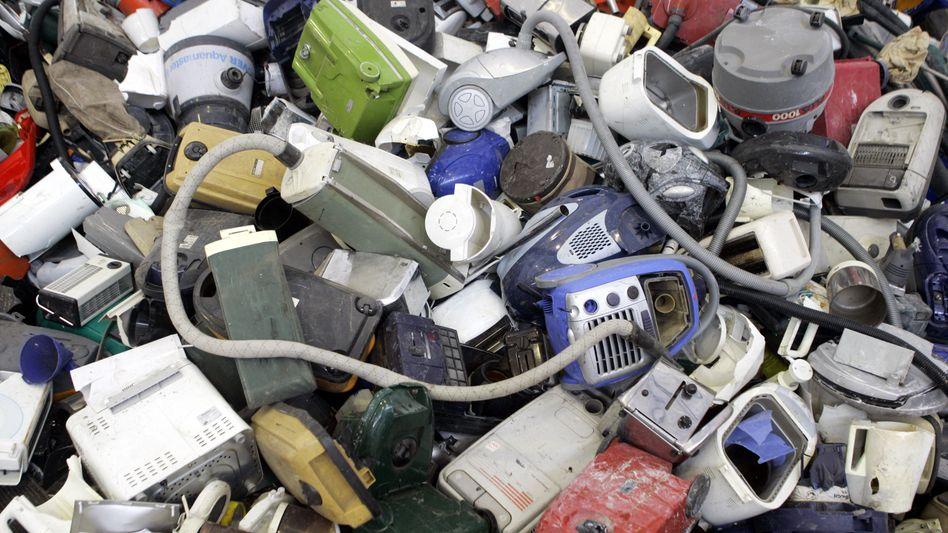 Ausrangierte Elektrogeräte: Wertvolle Rohstoffe landen im Müll