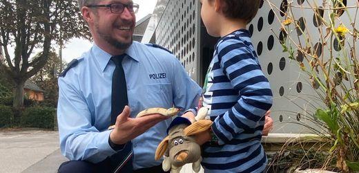 Hagen: Gummischlange sorgt für Polizeieinsatz