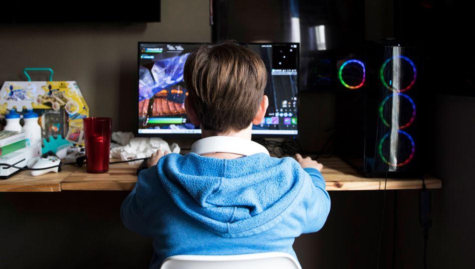 Teenager vor dem Rechner: »Risiken durch glücksspielähnliche Mechanismen«