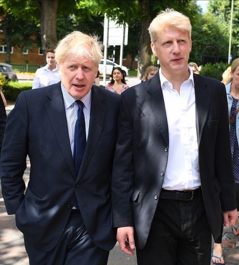 Premier und Bruder: Johnson & Johnson wirken in Großbritannien