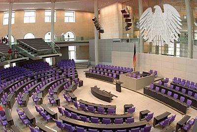Arbeitsplatz Plenarsaal: Kein Monopol mehr für Juristen