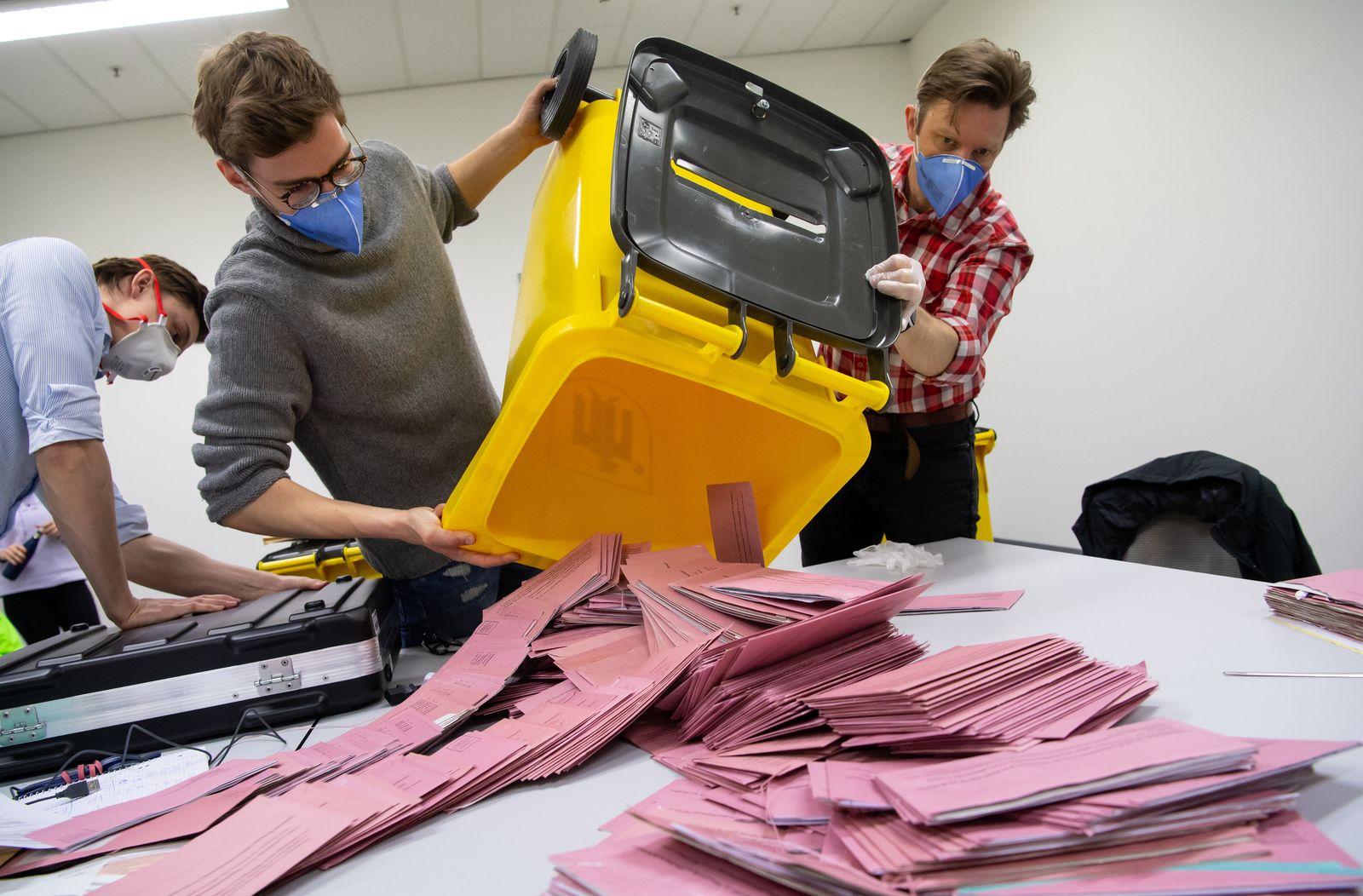 Kommunalwahl Bayern - Auszählung Briefwahl