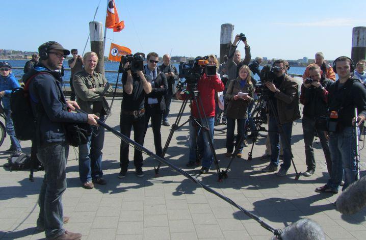 Fotografen in Kiel: Knipsende Journalisten geknipst von Piraten