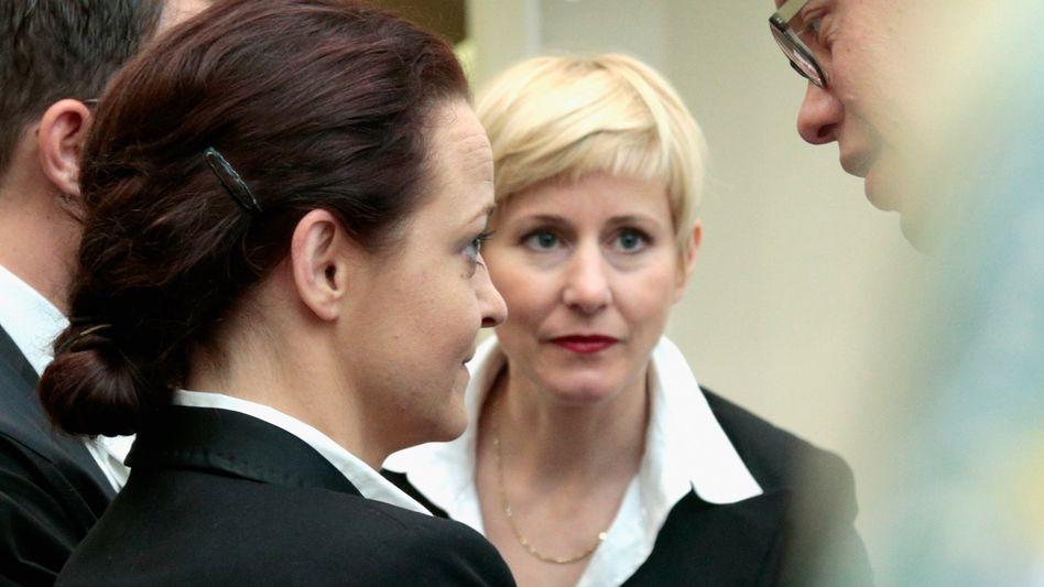 Beate Zschäpe mit Anwälten: Kein Vertrauensverhältnis?