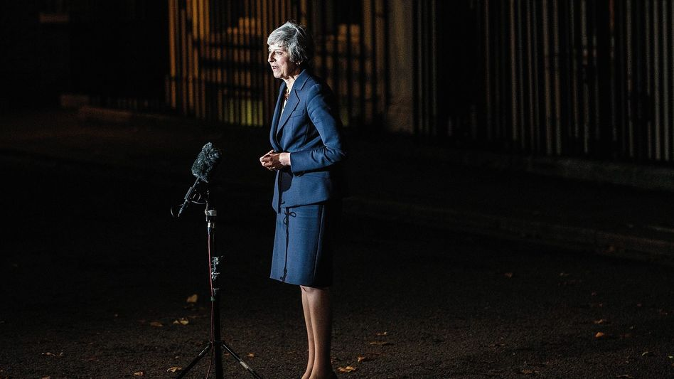 Premierministerin May vor ihrem Amtssitz: Ist ein halber Brexit besser als gar keiner?