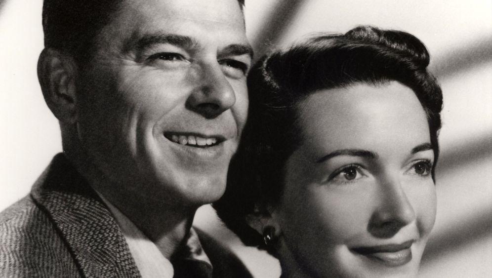 Nancy Reagan ist tot: Von den Höllenhunden zur First Lady