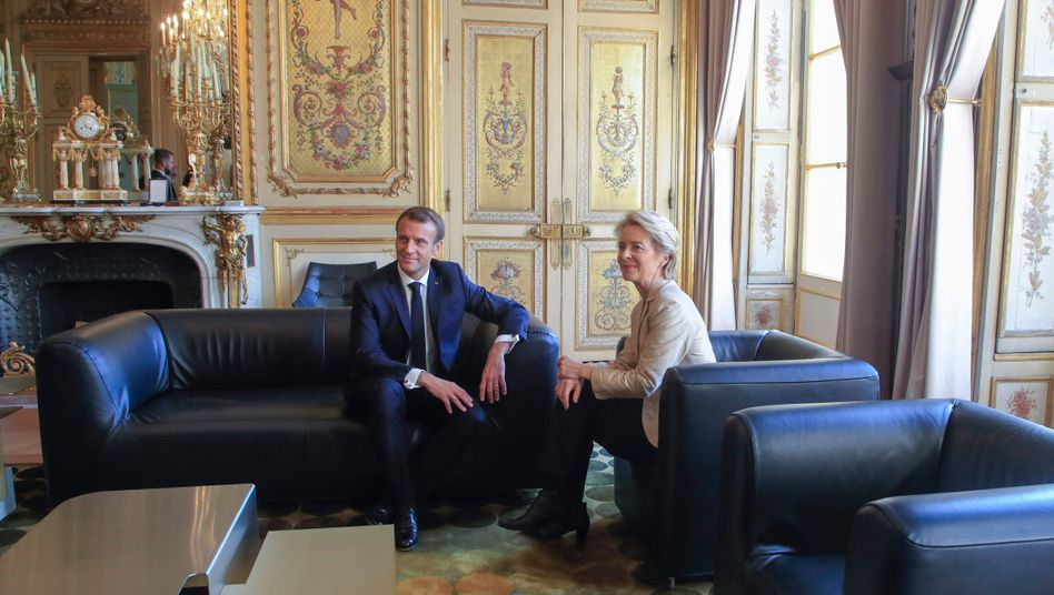 Macron (l.), von der Leyen im Élysée-Palast in Paris am 14. Oktober