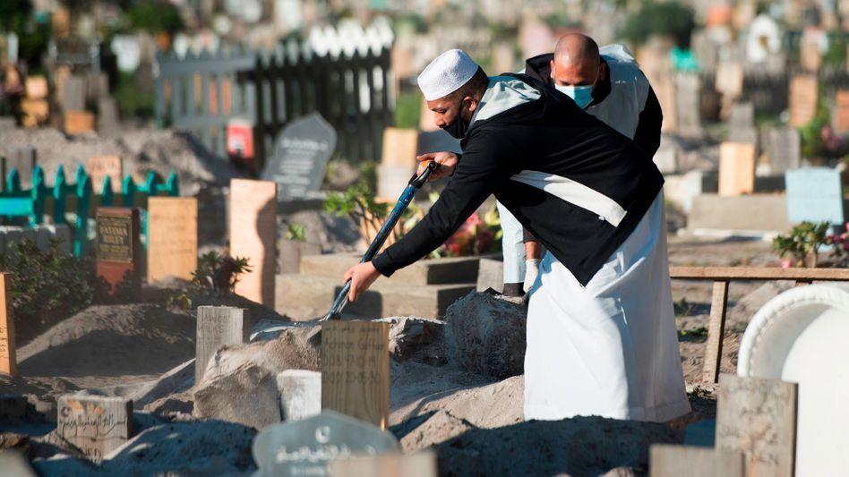 Beerdigung eines Corona-Toten in Kapstadt: Behörden rechnen in den kommenden Wochen mit Tausenden Opfern