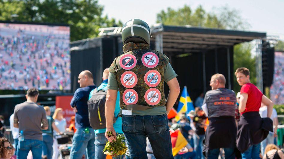 Proteste gegen Corona-Maßnahmen in Stuttgart am 16. Mai: Dass diese Szene während der Coronakrise Auftrieb erhält, ist kein Wunder