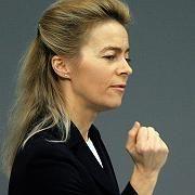 """Bundesfamilienministerin von der Leyen (CDU): """"Brücke bauen von den Müttern zu den Arbeitgebern"""""""