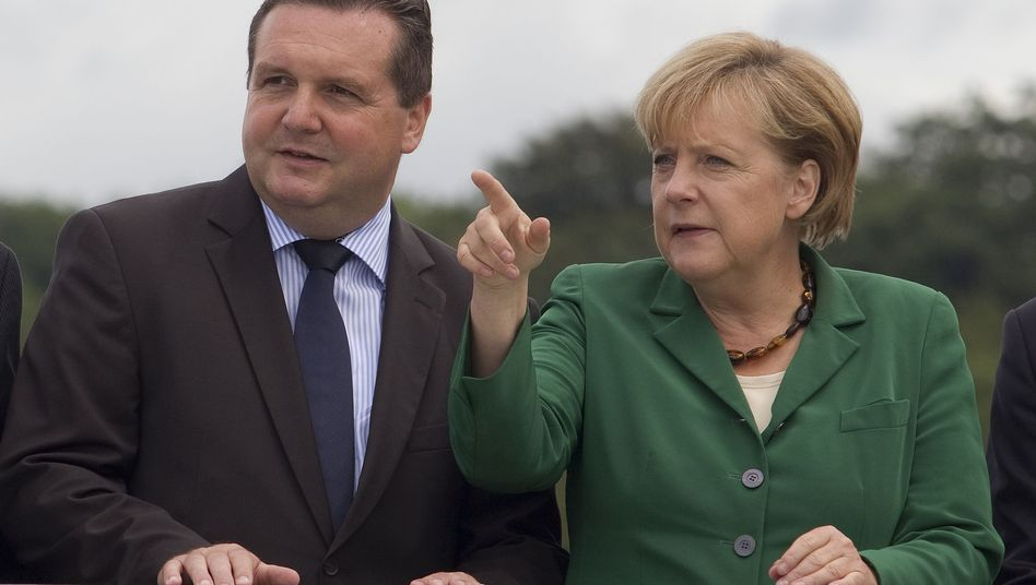 A dangerous liaison for Merkel? She has allied herself with Baden-Württemberg governor Stefan Mappus in the bitter row over the Stuttgart 21 train station project.