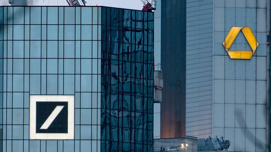 Türme von Deutscher Bank und Commerzbank in Frankfurt
