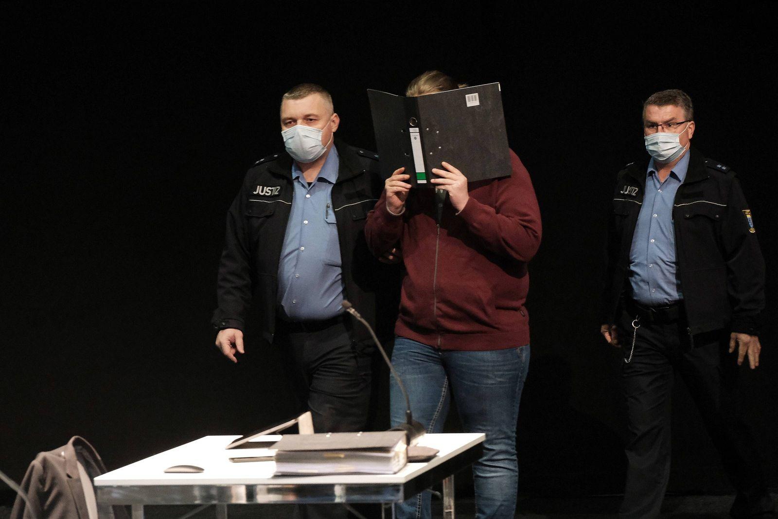 03.05.2021 xkhx , Landgericht Kassel, Verhandlungsort Messehalle 5 der Messe Kasse Beginn Prozess um die angeklagte Amok