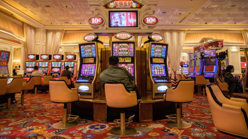 Casino in Macau (Archiv): Die Glücksspielstätten waren bisher erst ein Mal geschlossen worden - als 2018 ein Taifun über die Stadt hinwegfegte
