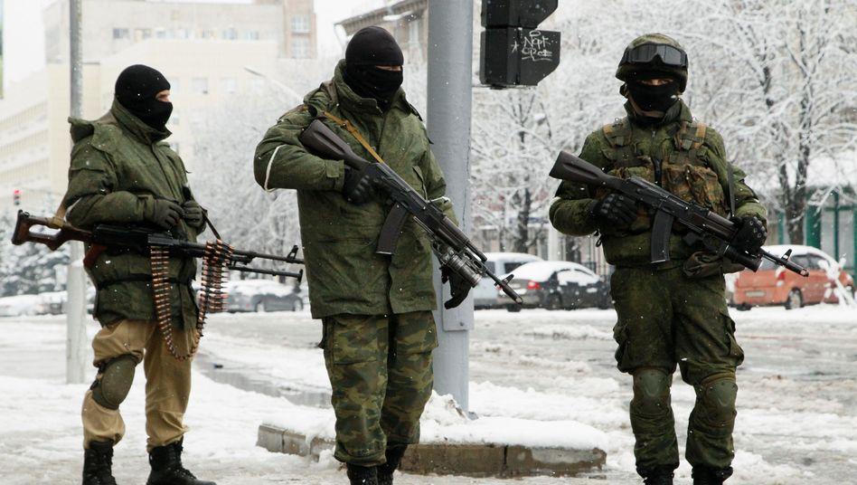 Bewaffnete Männer in Luhansk