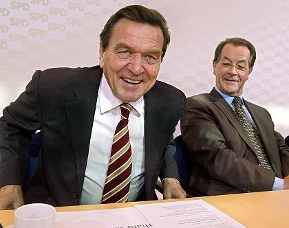 Bundeskanzler Schröder, SPD-Chef Müntefering: Was bringt der Tag?