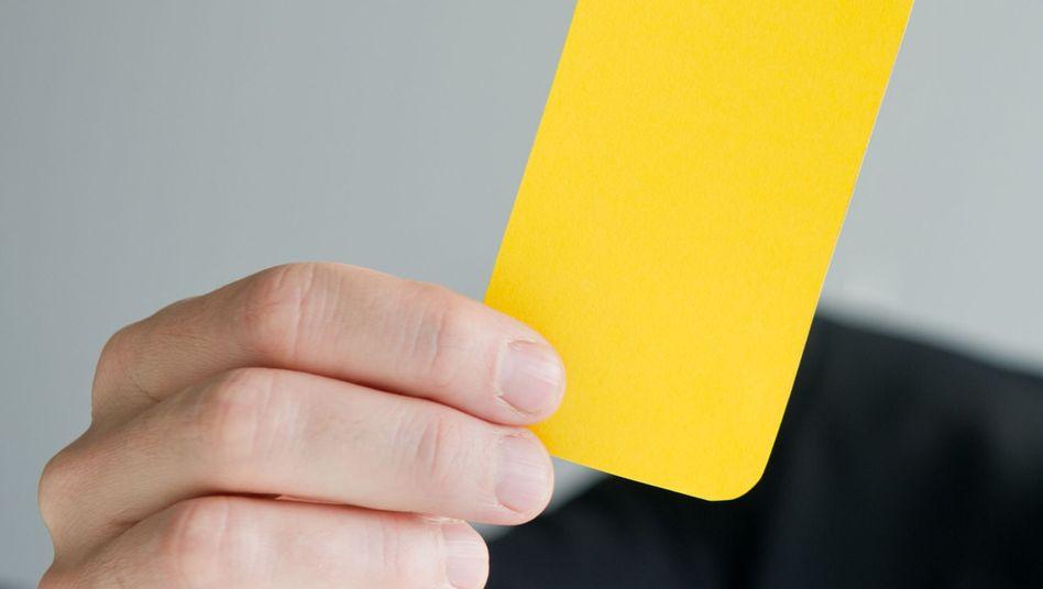 Gelbe Karte im Job: Der Mitarbeiter wird verwarnt - aber nicht vom Platz gestellt