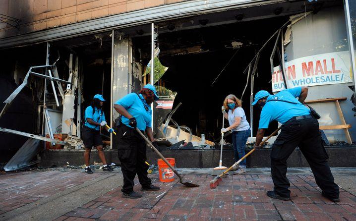 Ausgebranntes Bekleidungsgeschäft in Minneapolis: Mehr als 200 Gebäude wurden in Brand gesteckt