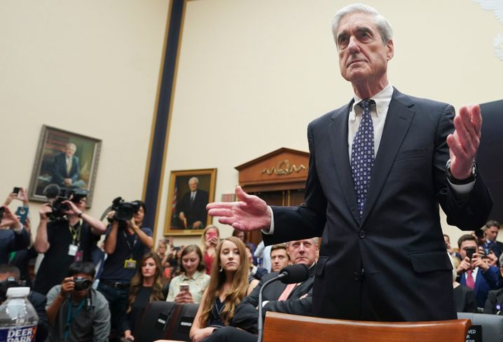 Fahrig,, ausweichend und gelegentlich tattrig: Kongresszeuge Robert Mueller