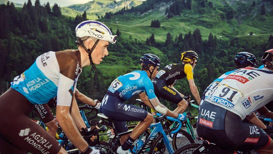 Romain Bardet (l.) bei der Tour de France - für ein anderes Projekt fotografierte Tino Pohlmann die Stars der Rundfahrt