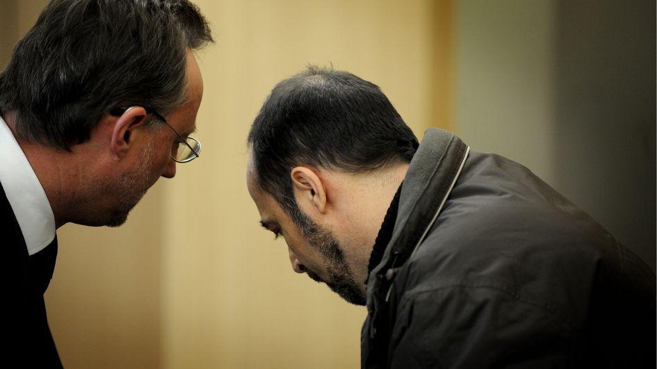 """Angeklagter Jörg P. (rechts), Verteidiger Thomas Ohm: """"Es tut mir leid"""""""