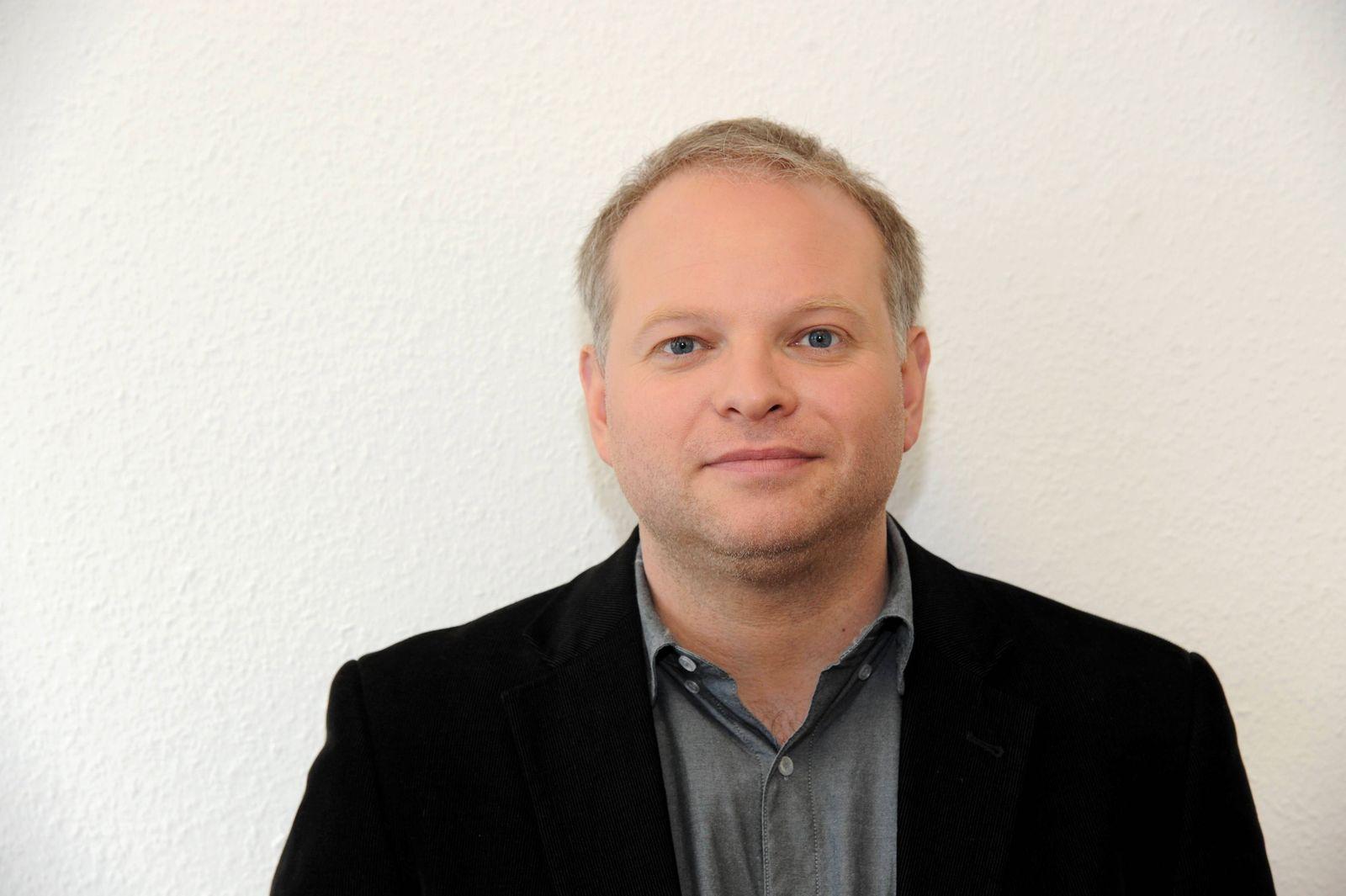 Der deutsch isländische Schriftsteller Kristof Magnusson aufgenommen am 22 03 2015 in Köln