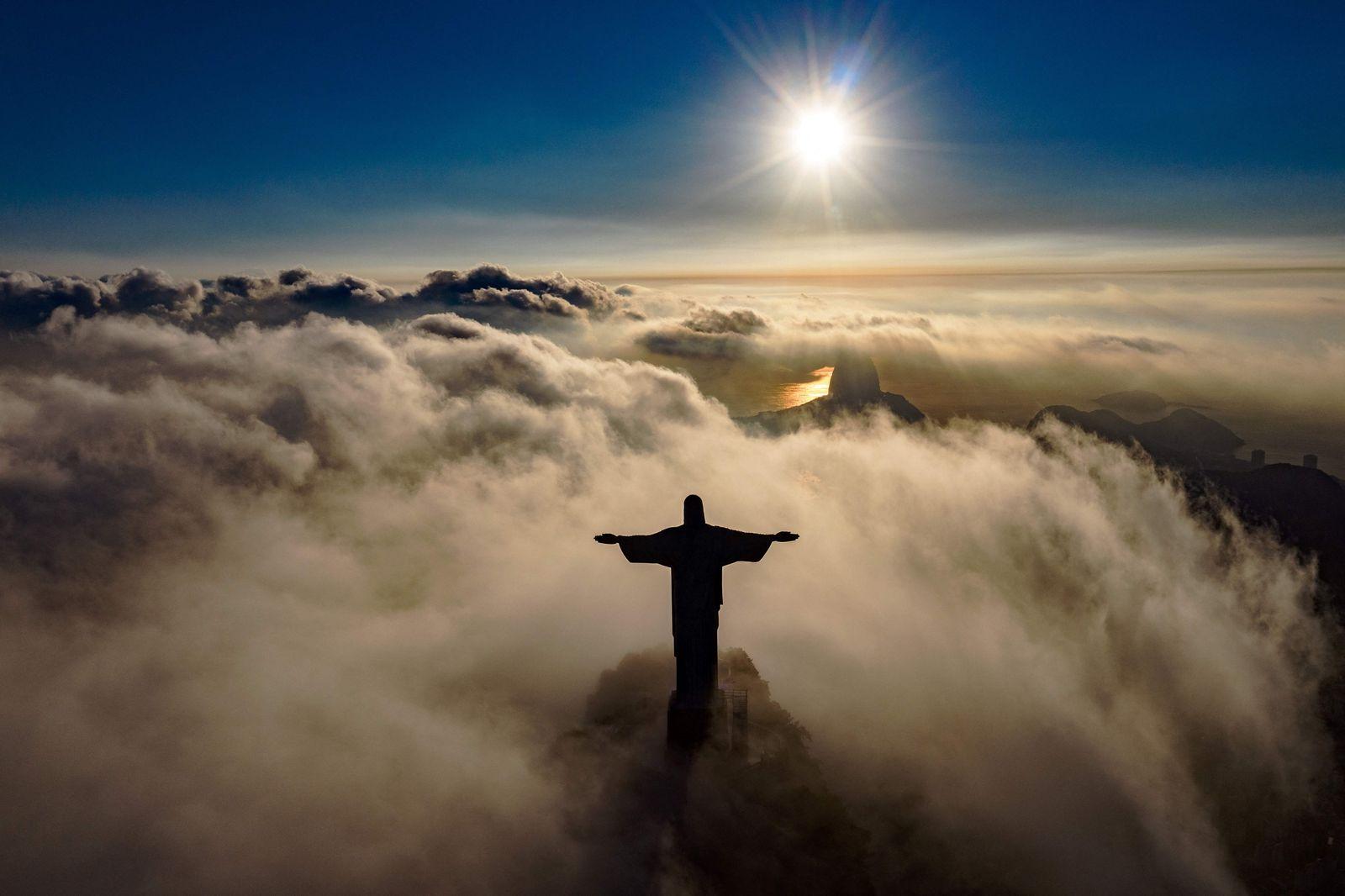 TOPSHOT-BRAZIL-TOURISM-CHRIST THE REDEEMER