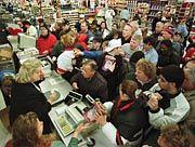 """Hochbetrieb bei Wal-Mart: """"Amerika wird schockiert sein"""""""