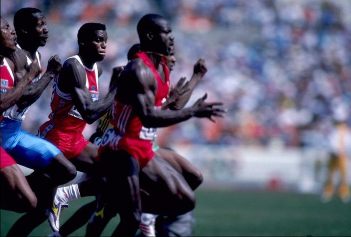 Carl Lewis (links) gegen Ben Johnson (rechts) - das legendäre Sprintfinale von Seoul 1988. Und wegen Johnsons Doping auch einer der größten Skandale
