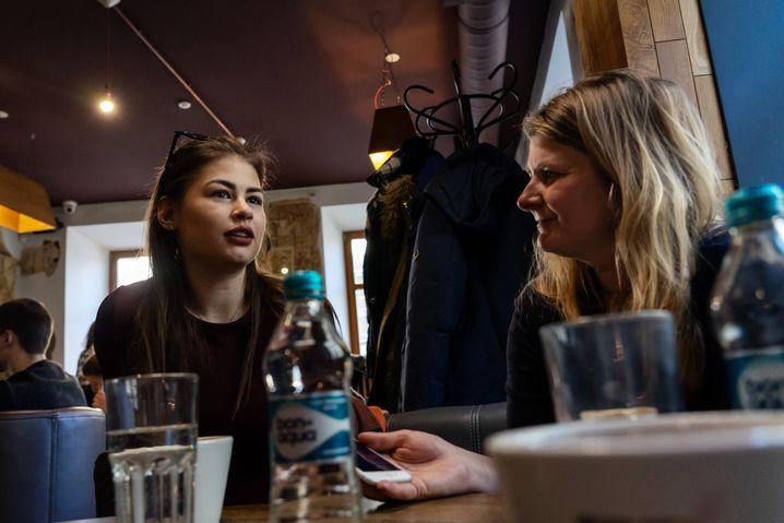 SPIEGEL-ONLINE-Korrespondentin Christina Hebel im Gespräch mit Nadija