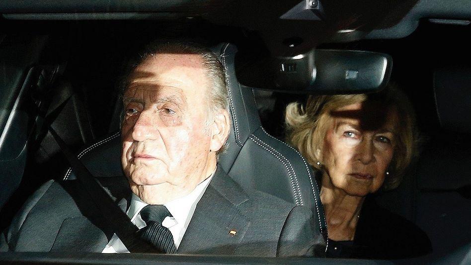 Juan Carlos I. entfremdete sich von seiner Familie. Seine Ehefrau Sofía ging nicht mit ins Exil